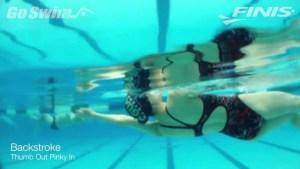 タイプ別背泳ぎのリカバリー動作のコツ