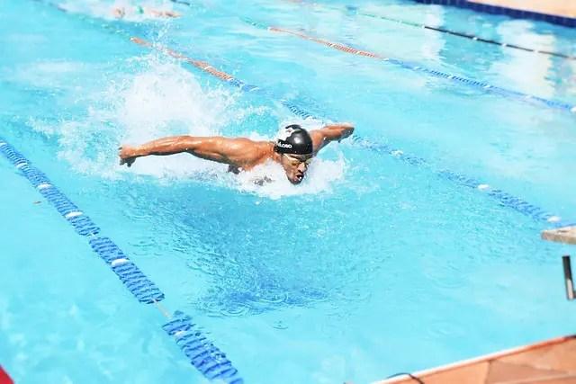 バタフライを泳ごう