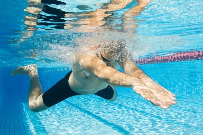 平泳ぎのコツを解説