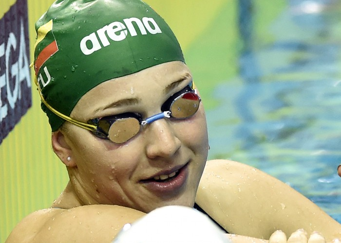 (140820) -- NANJING, Aug 20, 2014 (Xinhua) -- Ruta Meilutyte of Lithuania accepts congratulations after winning the Women's 100m Breaststroke match at Nanjing 2014 Youth Olympic Games in Nanjing, capital of east China's Jiangsu Province, on Aug. 20, 2014. Ruta Meilutyte of Lithuania won the gold medal.(Xinhua/Yue Yuewei)(hhx)