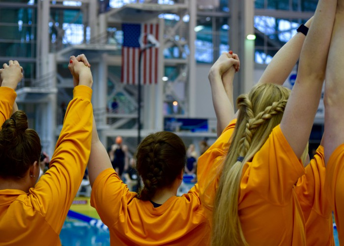 tennessee-vols-cheer-support-team-ncaas-2016