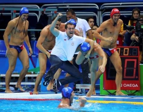 2016 Rio Olympics - Water Polo - Final - Men's Gold Medal Match Croatia v Serbia - Olympic Aquatics Stadium - Rio de Janeiro, Brazil - 20/08/2016. The Serbian team celebrates their gold medal win. REUTERS/Laszlo Balogh
