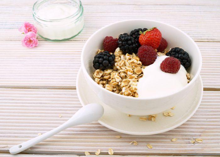 berries-yogurt-sindelar-granola-recovery-meal-food