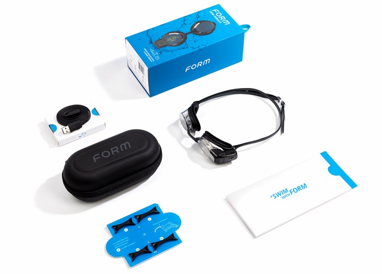 form-swim-goggles-product-packaging-lrg-slider