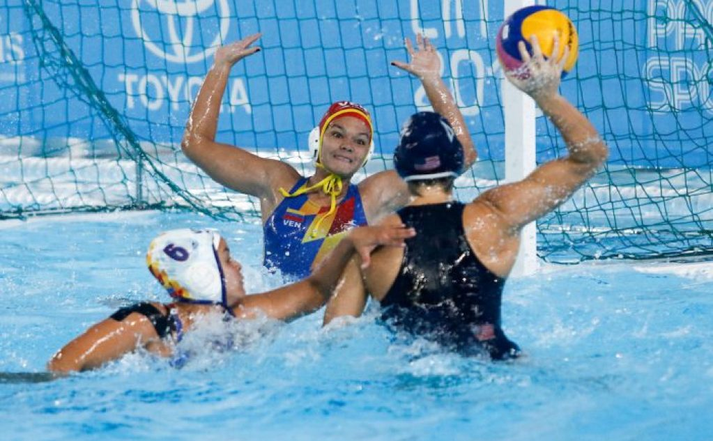 Lima, Tuesday, August 6, 2019. Soleimar Martínez and Soleylin Martínez from Venezuela faces a USA 's team player during their Women's Water Polo match at Villa María del Triunfo at the Pan American Games Lima 2019. Copyright Paul Vallejos / Lima 2019 ** NO SALES ** NO ARCHIVES **