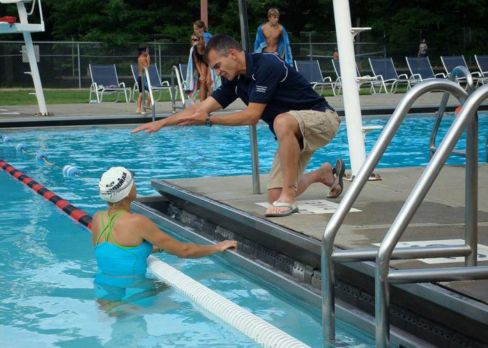 coach-and-swimmer-pool-vasa-trainer