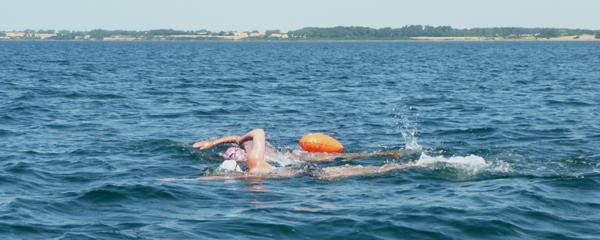 Svømmetur uden våddragt med Emilie Egesborg. Agersø Sund, august 2013.