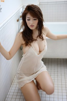 mai-hakase-takes-bath-gi-03