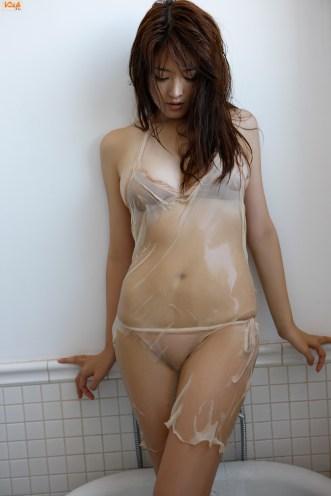 mai-hakase-takes-bath-gi-06