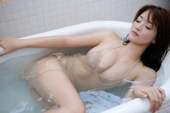 mai-hakase-takes-bath-gi-10