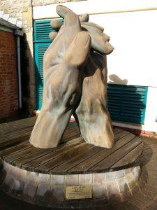 applause sculpture swindon arts centre