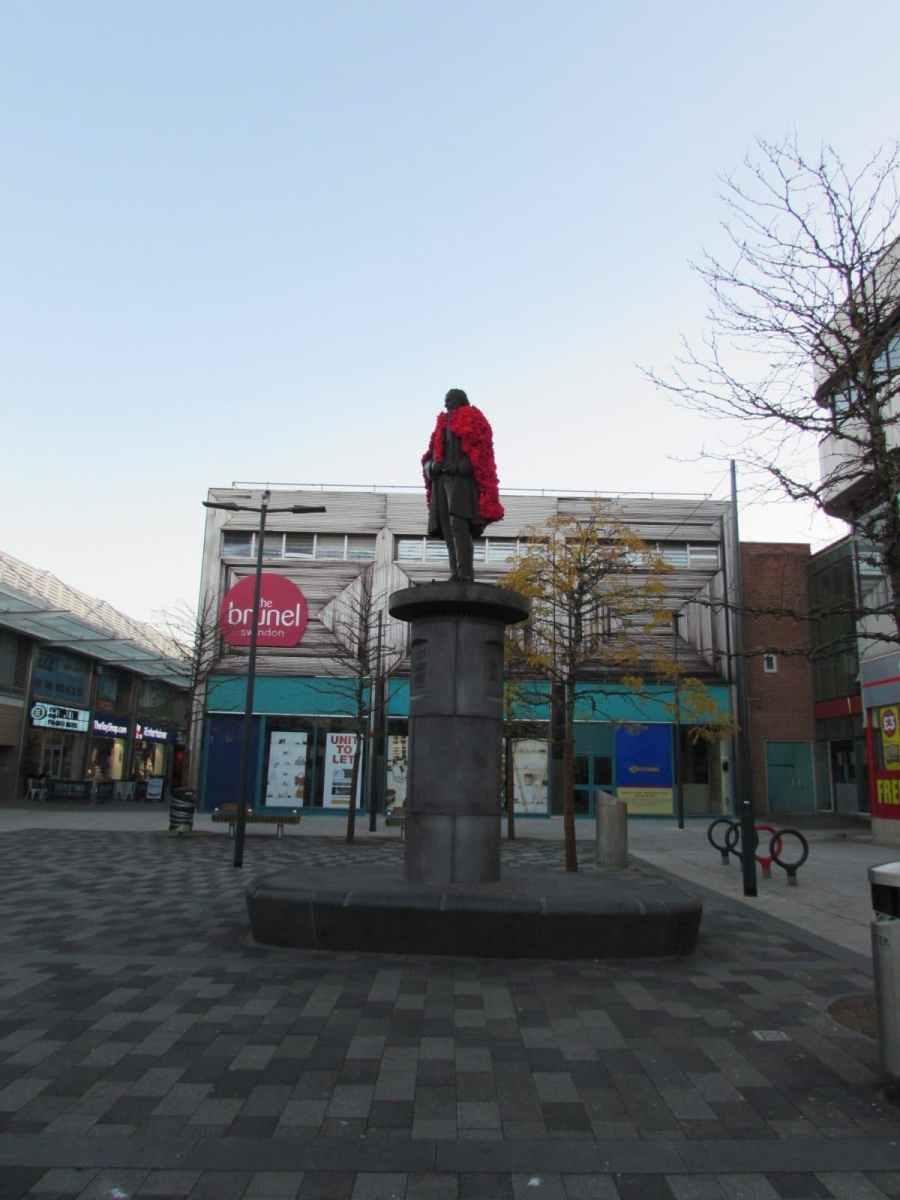 brunel full figure - poppy cloak for Brunel