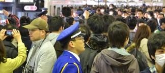 渋谷駅パニック状態!東急東横線、地上2階駅の最終日。