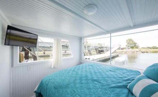 Charleston Houseboat Airbnb Offers View Of Gorgeous Marina