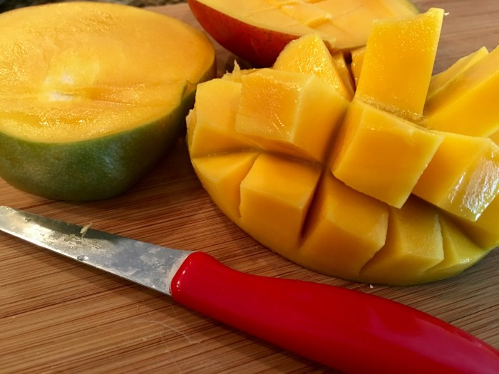 How to cut a mango without peeling