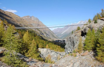 Hängebrücke Zermatt / Gletscherschlucht in Furi: 100m lang