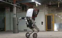 高速で動き回り、障害物をジャンプして越えられる2脚車輪ロボットが驚異的