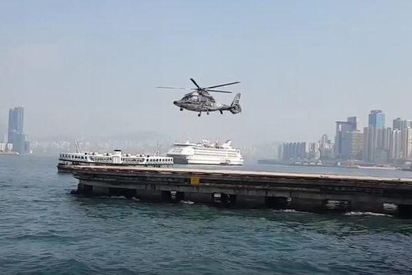 なぜ?どうして?回転翼が完全に止まっているのにヘリコプターが上昇する!