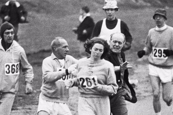 「妨害されても走り抜いた」ボストン・マラソン初の女性公式ランナー、50年後も完走を果たす