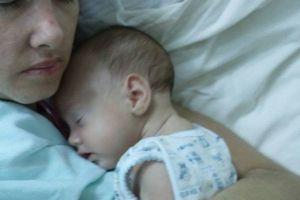 赤ちゃんの力か?事故に遭った女性が昏睡状態のまま出産、奇跡的に意識まで回復する
