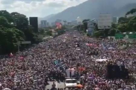 内戦間際か?ベネズエラで反政府デモに20万人が参加、各地で激しい衝突