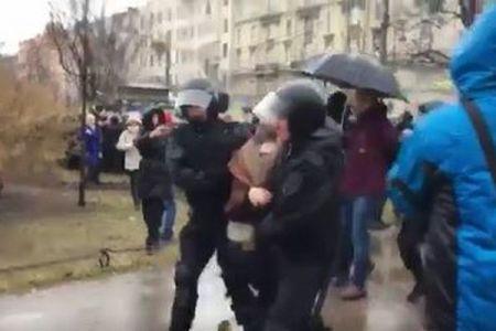 「もう、うんざり」プーチン大統領に選挙への不出馬を求め、デモ参加者1000人が書簡を送る