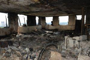 英「グレンフェル・タワー」の大規模火災、内部の焼け跡の様子を警察が公開