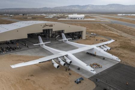 横幅はなんと117メートル、世界一の翼を持つ超巨大航空機が米で初登場