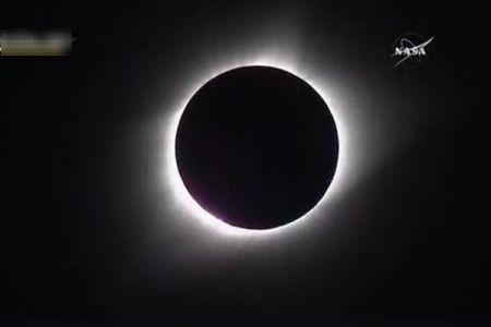 アメリカで観測された皆既日食、NASAが各地を結んで中継