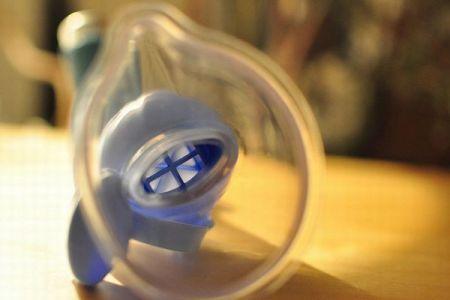 インドの病院で64人の子供が死亡、吸入用酸素の供給不足か?