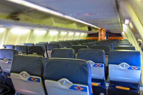 機内で女性客が覗き見した男のメールから、子供への性的虐待が発覚し逮捕へ