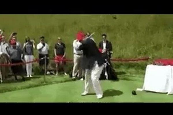 ヒラリー氏にゴルフボールが命中するGIFを、トランプ大統領がリツイートし問題に