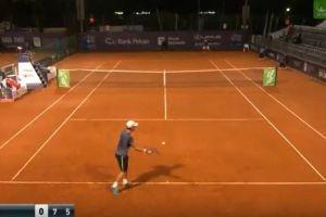 こんな手が?テニスの公式戦で決まったサービスエースが意外すぎる!