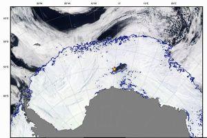 面積は州の広さとほぼ同じ、氷に閉ざされた南極に巨大な謎の穴が出現