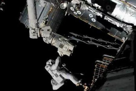 危機一髪!宇宙空間で飛行士の命綱が損傷、ジェットパックも故障する事態が発生