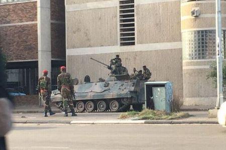 ジンバブエで国軍が国営テレビを占拠「大統領は無事」「標的は大統領の周辺」