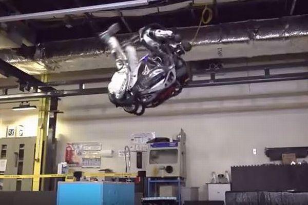 バク宙までこなしてしまう!人型ロボット「アトラス」の運動能力が驚異的