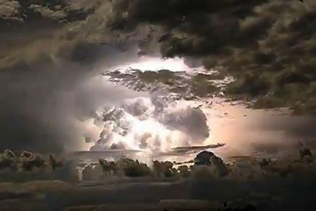 オーストラリアを襲ったサイクロン、大自然の壮大な景色を捉えた動画が美しい
