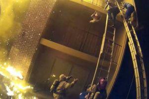 危機一髪!迫る炎の中で住民が赤ん坊を投げ、消防士が見事にキャッチ