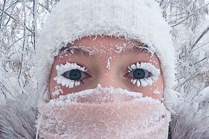 ロシアで氷点下65度を記録、まつげが樹氷状態の写真も話題に