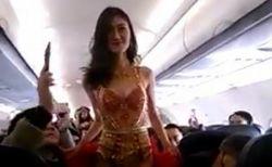 機内でセクシー・ファッションショーを開いたベトナムの航空会社に、非難が殺到