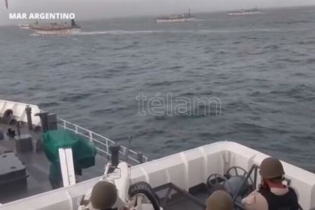 アルゼンチンの沿岸警備隊、違法操業していた中国船に発砲【動画】