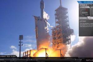 「ファルコン・ヘビー」の打ち上げ成功、全過程を追った中継映像が大迫力