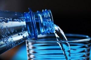 ペットボトル飲料の90%以上に、プラスチックの粒子が混入していることが判明