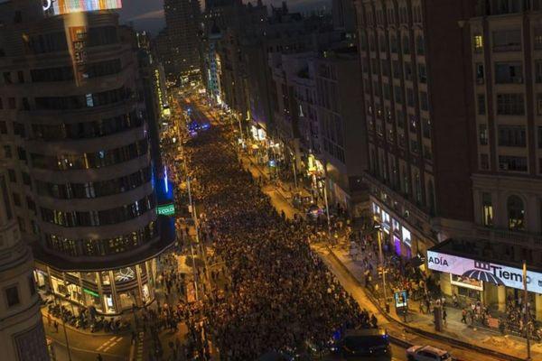 スペインで集団レイプ事件の判決に女性らが反発、複数の都市で数千人が抗議