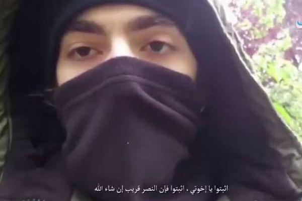 パリのテロ事件の実行犯か?ISISが犯人と思われる男の映像を公開