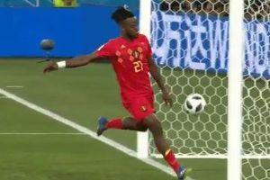 W杯でベルギー選手の顔面にボールが直撃!その瞬間がユニークだが痛々しい