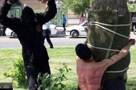イランでの公開ムチ打ち刑、過去にお酒を飲んだ罪で若者が80回打たれる