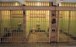 インドネシアで兄にレイプされた少女、堕胎したため有罪判決が下される