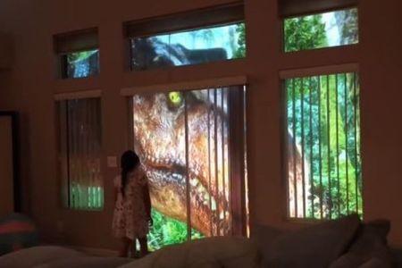 部屋の外にジュラシックパークが!娘のためパパが作った恐竜動画がすごい